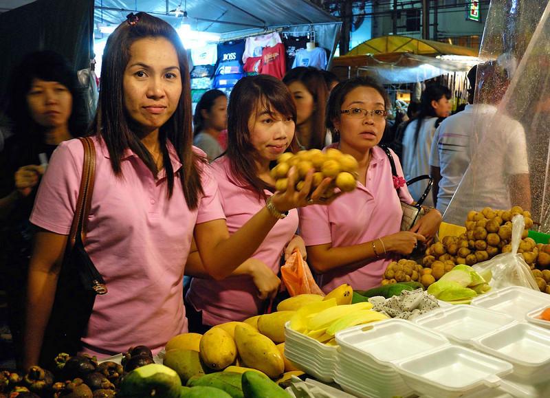 Thai girls shop at the Hua Hin night market