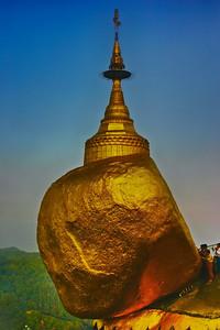 Golden-rock-Kyaiktiyo-Pagoda-myanmar-1