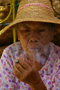 market-myanmar-burma-woman-smoking