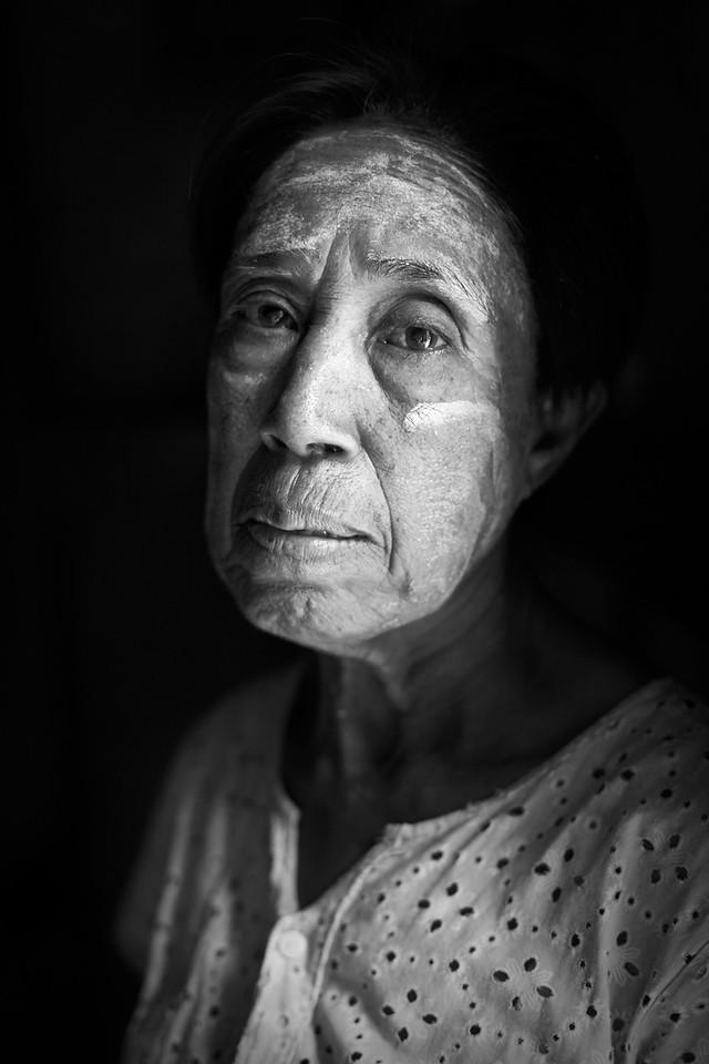 Key mistress with thanaka, Nan Paya, Bagan