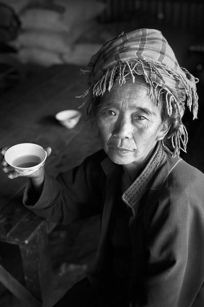Pa-O woman with green tea, Myin Dike Train Station, Shan State