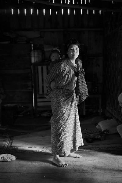 Taung Yo woman with child, Ywa Pu, Shan State