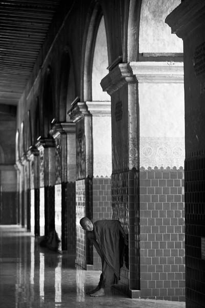 Novice monk, Mahamuni Paya, Mandalay