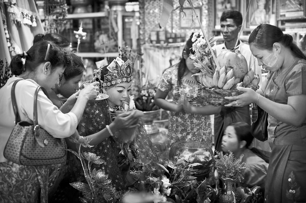 Nat offering, Botataung Paya, Yangon