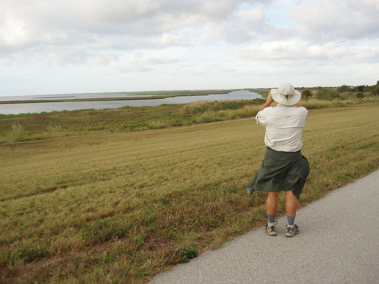 Birdwatching at Chauncey Bay<br /> PHOTO CREDIT: Robert Coveney / Florida Trail Association