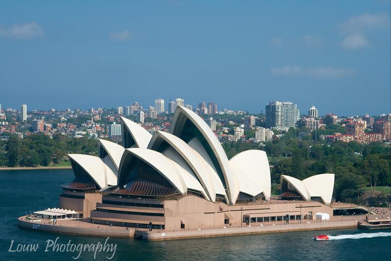 "<a target=""NEWWIN"" href=""http://en.wikipedia.org/wiki/Sydney_Opera_House"">Sydney Opera House</a>"