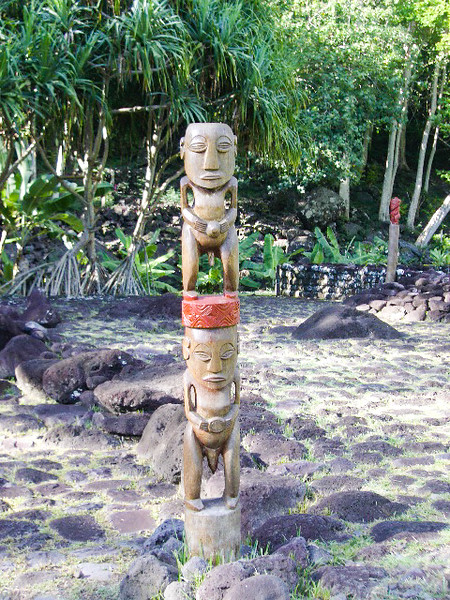 Double statue at Arahurahu Marae in Papeete, Tahiti.