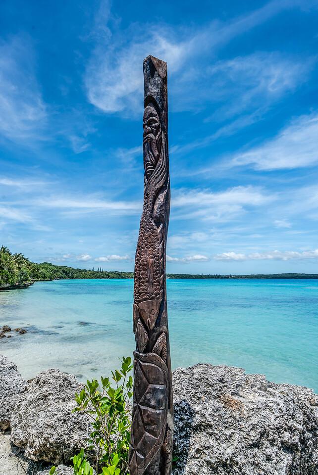 Kanak carved wood pole