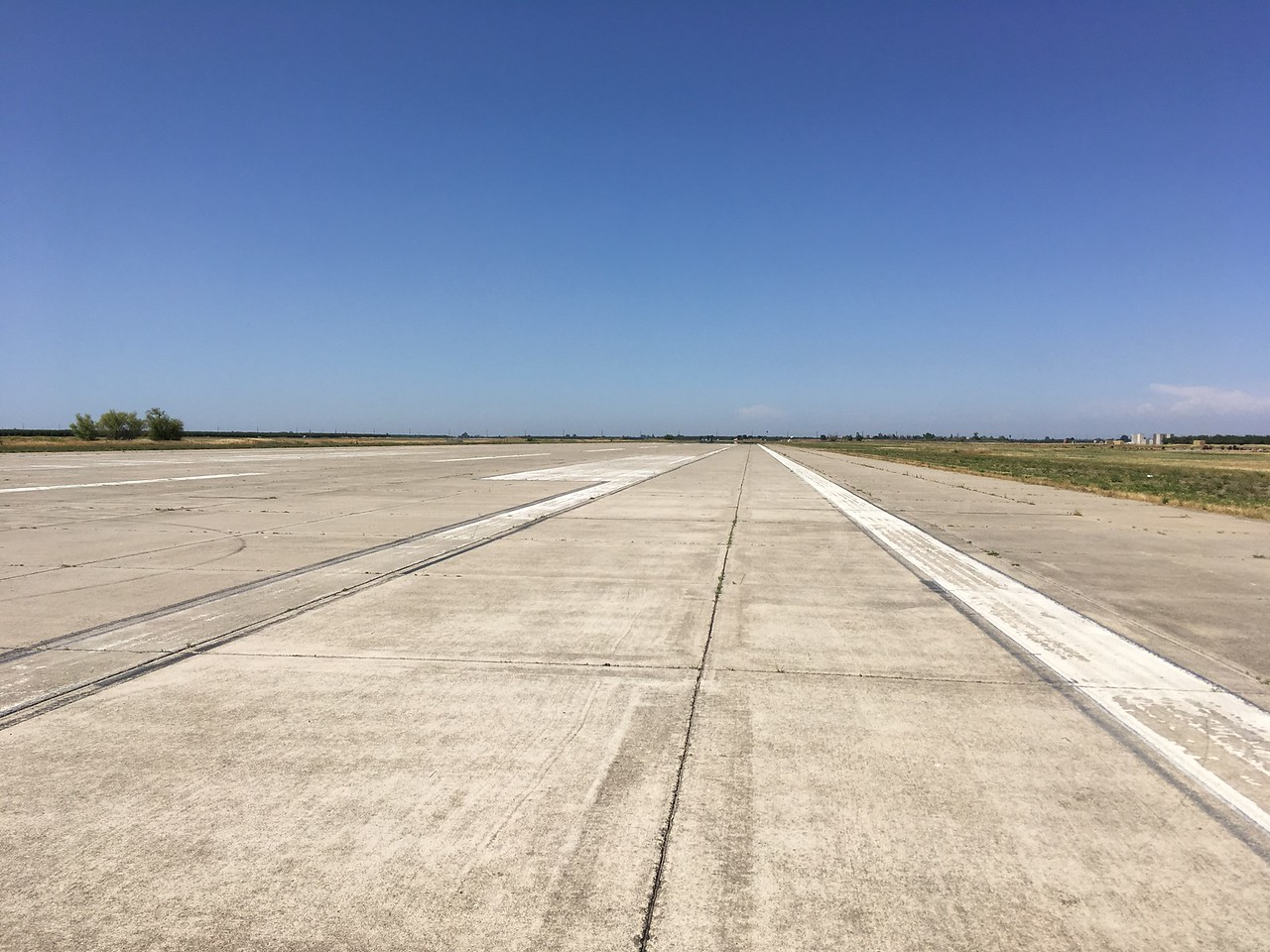 Crows Landing: Shamin says he can land his Citabria cross wise on this runway ;-]