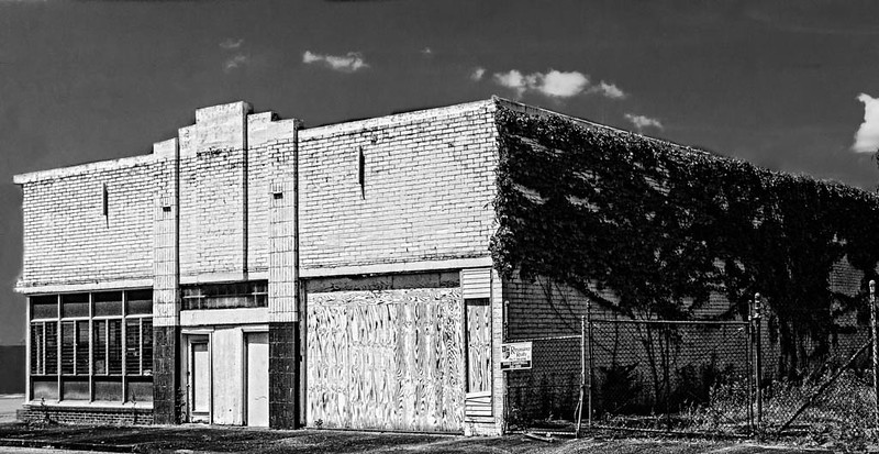 Muscle Shoals - Abandoned White Building