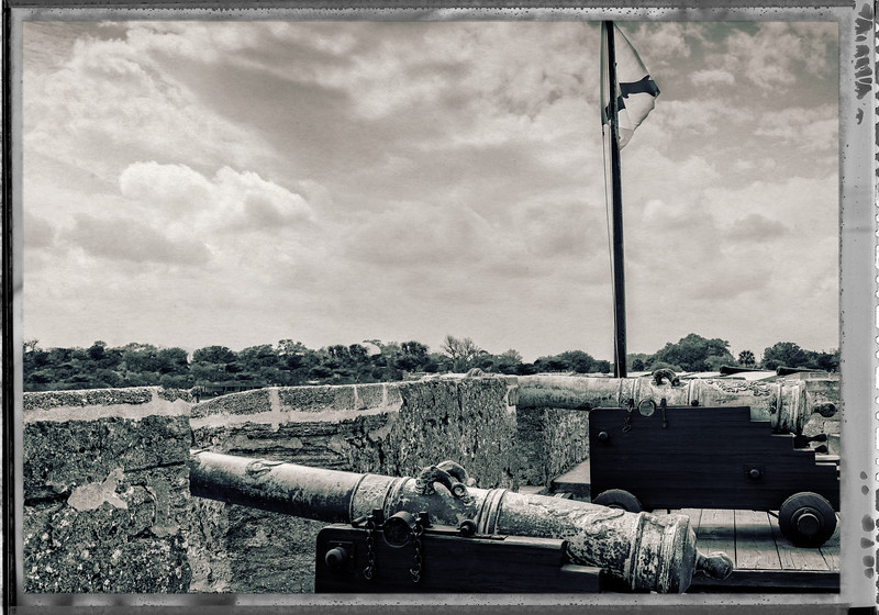 Castillo de San Marcos Magazine - Cannons on the Wall-0109