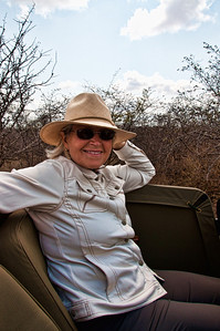 safari-woman-1