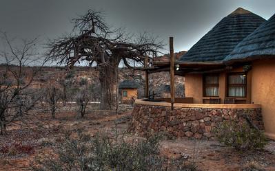 mapungubwe-baobab-huts-1
