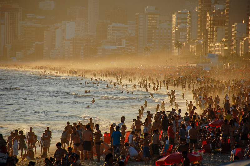 DSC_0385<br /> Mist blowing off the ocean at Ipanema.