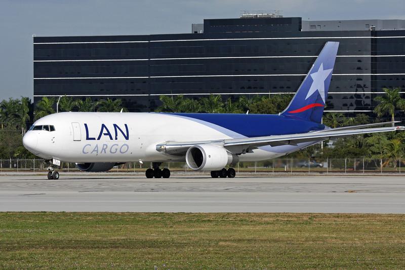 N418LA Boeing 767-316F c/n 34246 Miami/KMIA/MIA 04-12-08