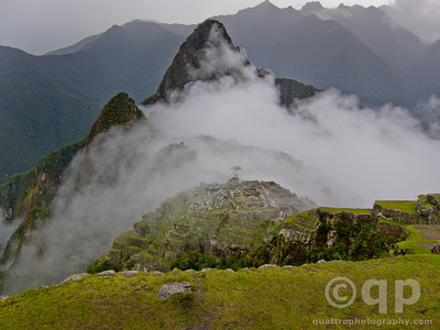 MACHU PICCHU AS THE CLOUDS ROLL IN