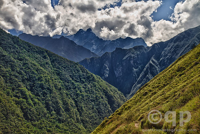 INCA TRAIL VALLEY MOUNTAINS