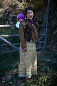A woman and her niece in the Tang Valley