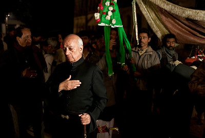 The Raja participating in the juloos. Here he strikes his chest in mourning and as an expression of solidarity with Imam Hussein who was killed at the Battle of Karbala.