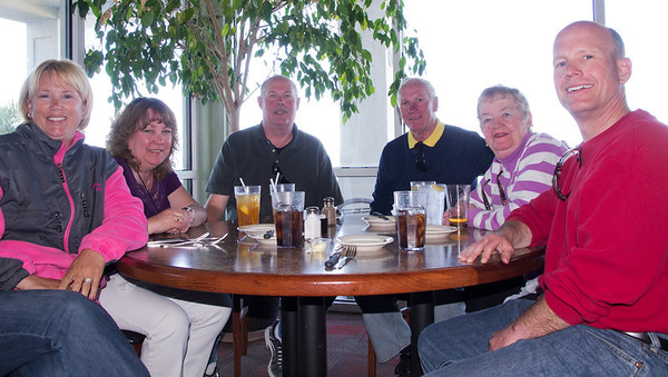 Lunch at Damon's Grill.  The place for ribs in Myrtle Beach! Kath, Robin, Dean, Jim, Ellie, Dan.