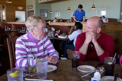 Lunch at Damon's Grill.  The place for ribs in Myrtle Beach!  Ellie & Dan.