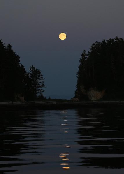 Full moon in the Keku Islands.