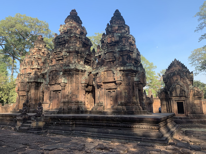 solo travel to cambodia and chilling at palaces