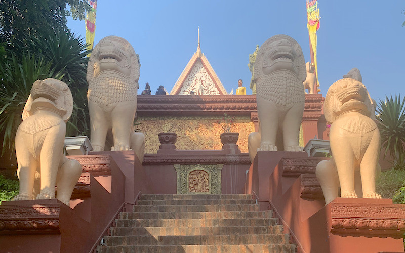 solo travel in cambodia? go see the royal palace