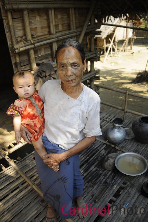 Mrauk U and Chin Villages, Rakhine Kingdom, Myanmar, Burma, Southeast Asia 1/ 2000s, at f/4 || E.Comp:0 || 18mm || WB: AUTO 0. || ISO: 560 || Tone:  || Sharp:  || Camera: NIKON D300on: 2009:01:10 12:21:56