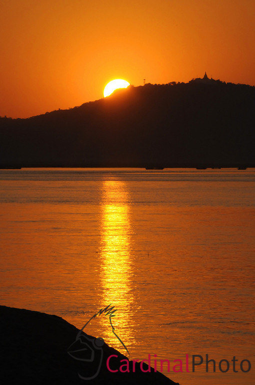 Sunset over the Irrawaddy River near Bagan, Plain of Temples, Myanmar (Burma), Asia