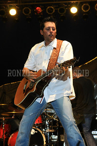 CASEY DONAHEW BAND 1 2011_0806-080