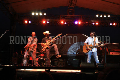 CASEY DONAHEW BAND 1 2011_0806-073