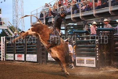PRCA BULL RIDING 1 2012-0814-027