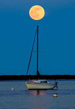 Moonrise Lake Michigan. Bayview, Milwaukee, Wisconsin