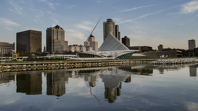 Milwaukee Skyline. Calatrava Art Museum.