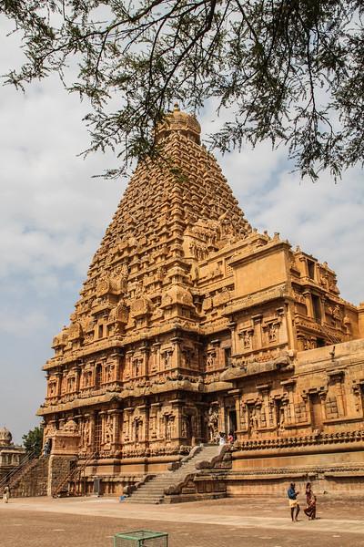 Brihadeeswarar Temple (11C Chola Kingdom)