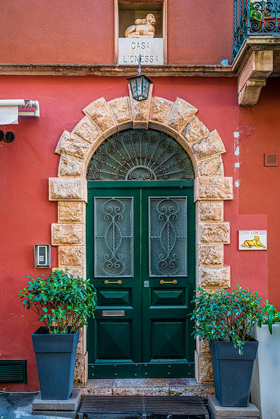 Casa Lioness apartment entrance in Taormina Sicily. Looks like it would be a nice place to live!