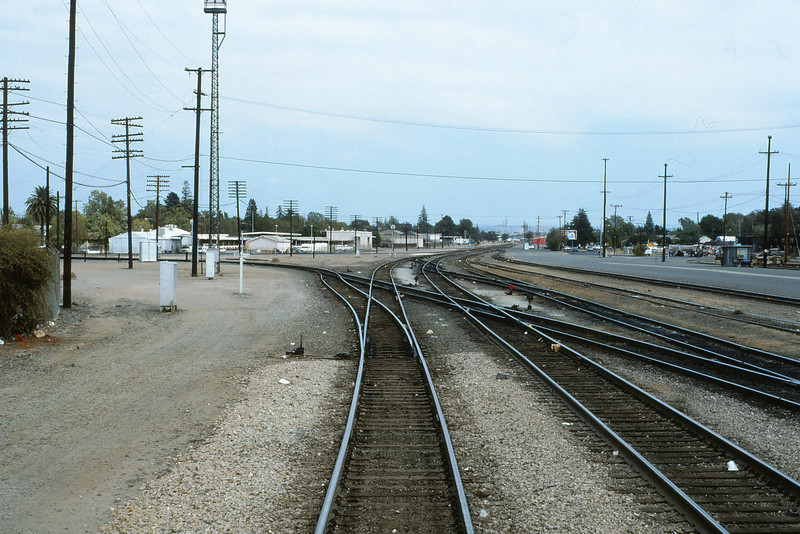 SPRR 398 - Sep 25 1988 - Coast Line crosses east-west mainline Roseville CA