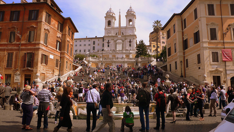 Crowds at the Spanish Steps. There were huge numbers of American tourists. Enterprising Bangladeshi hawkers sell souvenirs along the steps.