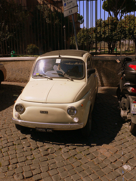 A Fiat 500 parked at the Santa Sabina.