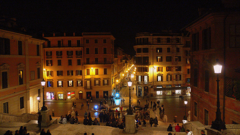 The Spanish steps at the foot of the Chiesa di Trinità dei Monti‎ at night.
