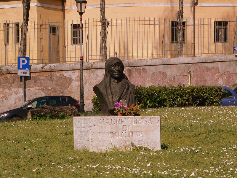 A bust of Mother Teresa on the Piazza di San Gregorio