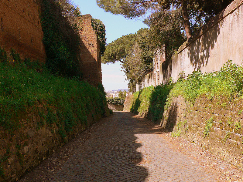 A small path leading to the Tiber next to walled gardens of the Santa Sabina.
