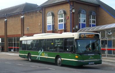 421 - YR10AZU - Eastleigh (bus station)