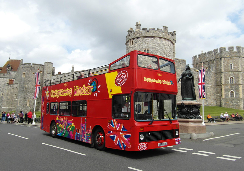307 - N537LHG - Windsor (Thames St) - 16.8.12