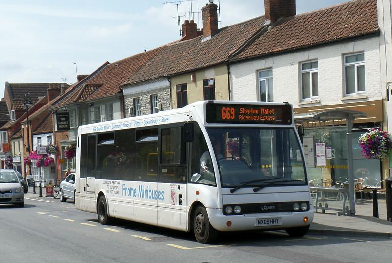 MX09HHT - Glastonbury (town centre) - 30.7.14