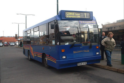 817 - G517VYE - Newport (bus station) - 6.3.04