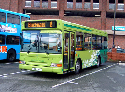 3323 - HW54BUJ - Newport (bus station) - 7.4.05