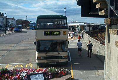 696 - WDL696Y - Ryde (bus station) - 31.8.02