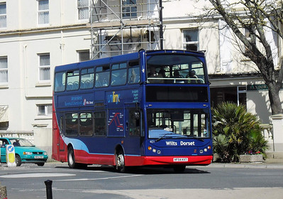 401 - HF54KXT - Sandown (Ave Rd) - 8.4.10  On Loan from Wilts & Dorset when this photo was taken.